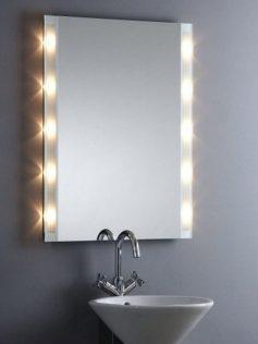 Зеркало над умывальником